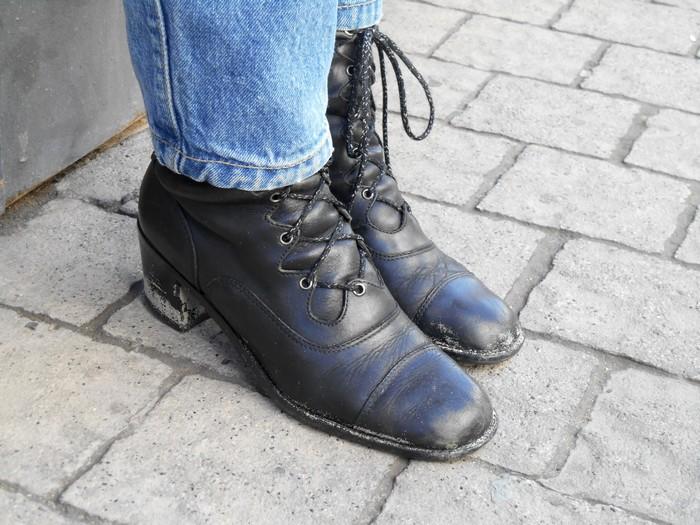 uncoded-steps_shoe-blog_mine-danielle-yaor-rietveld-t-shirt-design_shelley-lewis_2b