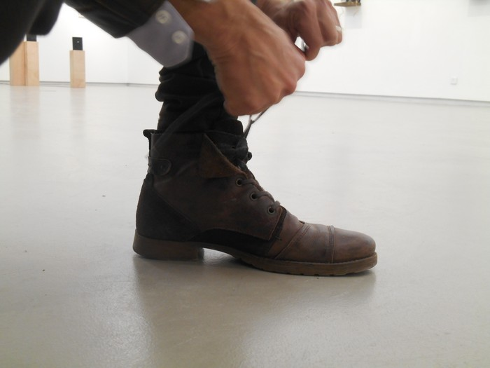 Uncoded-Steps_Shoe-Blog_-שלי-לואיס-נעליים-בתערוכת-אמנות-בלוג_5