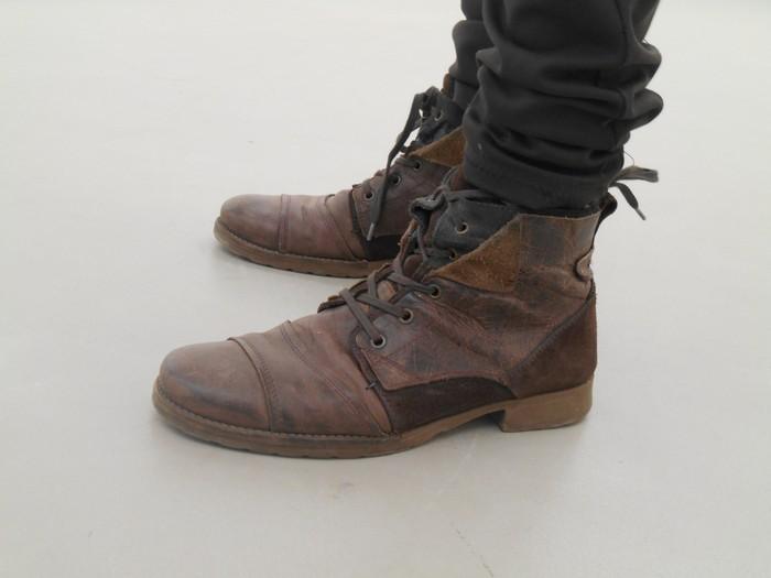 Uncoded-Steps_Shoe-Blog_-שלי-לואיס-נעליים-בתערוכת-אמנות-בלוג_9