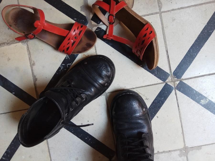 סנדלים מעוצבות ונעלי גברים