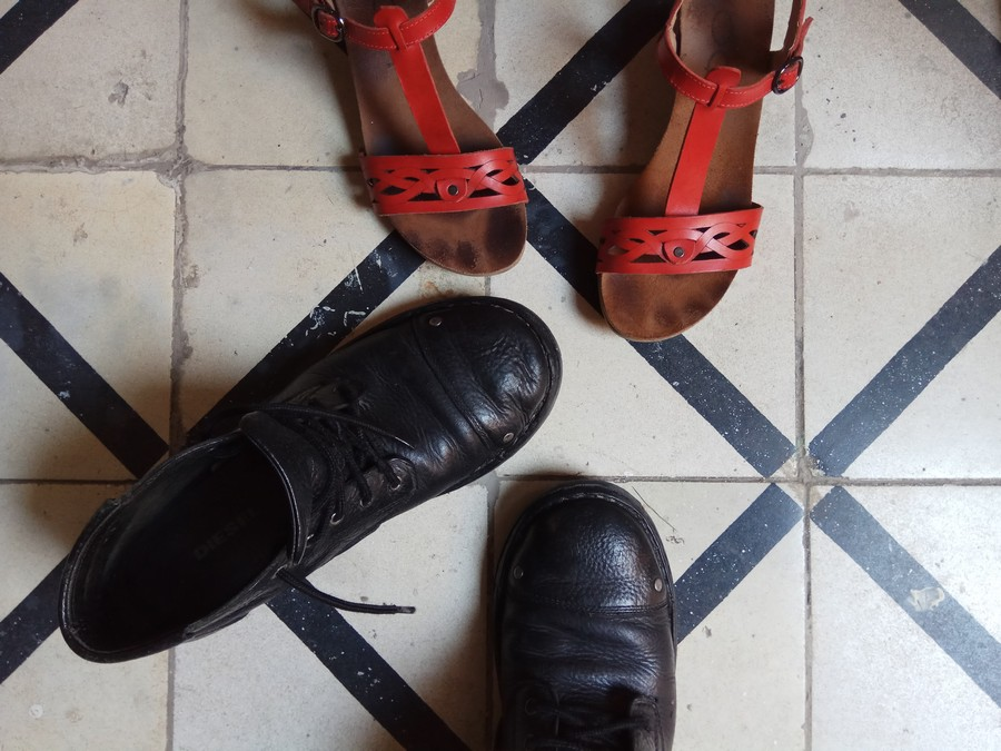 סנדלי Yoopi ונעלי גברים